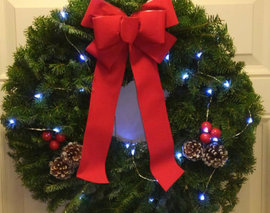 Card image details wreath with lights  19647.1507042213